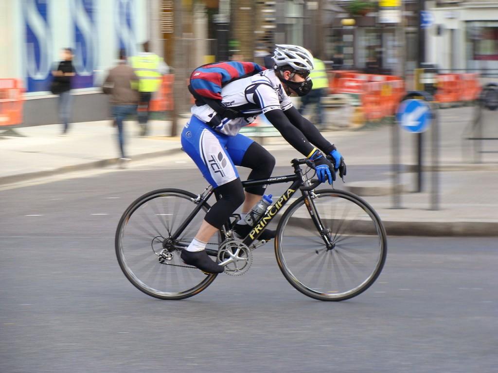 1280px-Cyclist-189