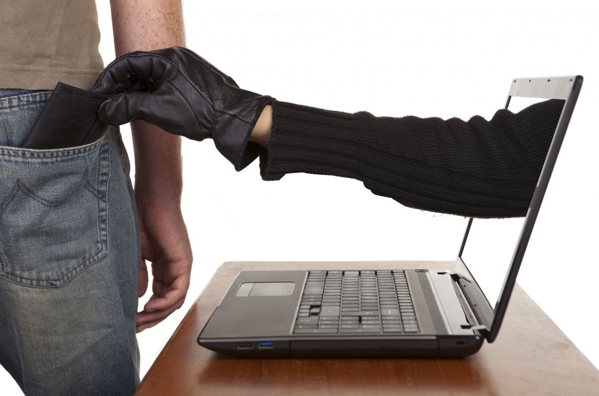 Stealing-Wallet-Credit-Fraud-1170x775